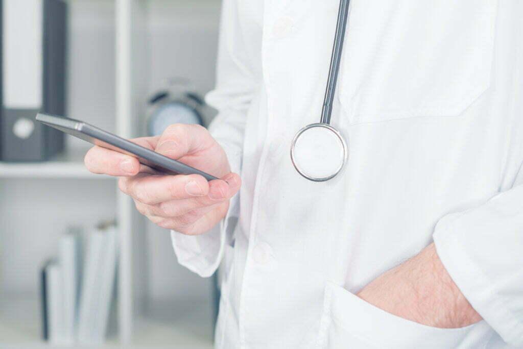 DrKumo Doctor Using IoMT smart phone device