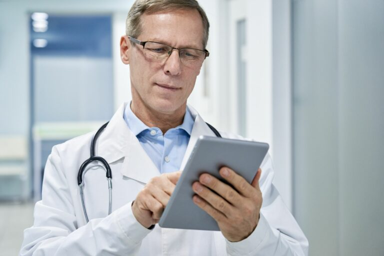 Doctor using DrKumo RPM