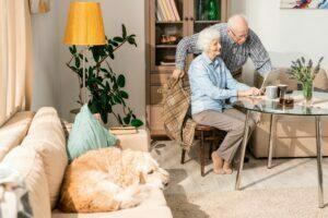 happy elderly couple at home using Drkumo RPM technology
